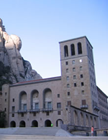 Visit Montserrat by taxi, easy, fast and affordable